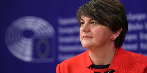 Foster (dup): une barriere entre l'irlande du nord et la grande-bretagne serait une folie[reuters.com]