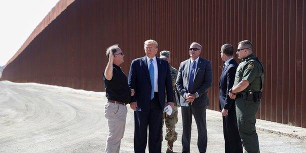 Trump, en campagne dans l'ouest americain, se rend a la frontiere[reuters.com]
