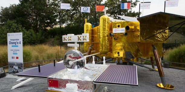 La Chine offre une maquette de la sonde lunaire Chang'e 4 à Toulouse