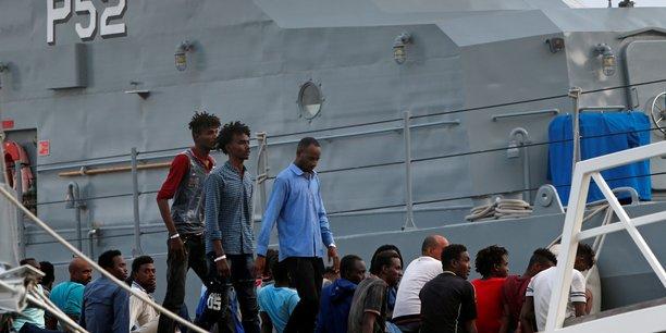 Une partie des migrants recueillis par l'ocean viking debarquent a malte[reuters.com]