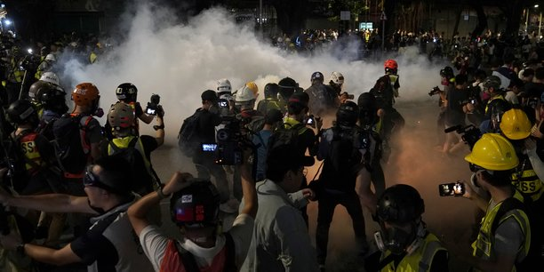 Nouveaux heurts a hong kong entre police et manifestants[reuters.com]