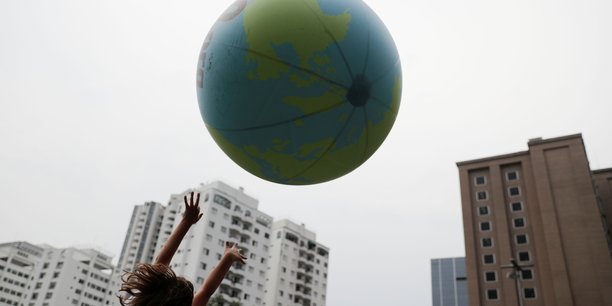 Climat: macron invite les jeunes a l'action collective[reuters.com]