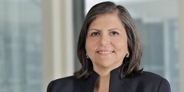 Diony Lebot est directrice générale déléguée de Société Générale, en charge des fonctions de contrôle. Elle représentait la banque au carré rouge et noir lors de la signature des principes pour une banque responsable, dévoilés à l'occasion de l'assemblée générale de l'ONU à New York.