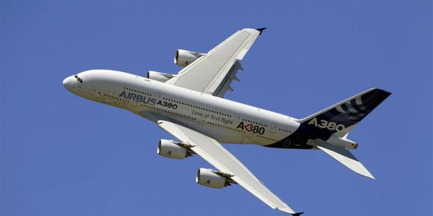 L'A380 en vol lors du Salon du Bourget 2011 / Reuters
