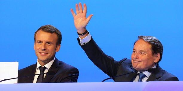 Pour les macronistes, déboulonner André Laignel (à dr.) à Issoudun dégagerait de la vice-présidence de la puissante Association des maires de France l'un des plus virulents opposants au président.