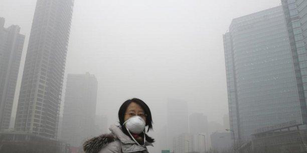 La pollution est un problème majeur dans les grandes villes chinoises, souvent recouvertes par un épais nuage de gaz carbonique appelé smog (Photo : Reuters)