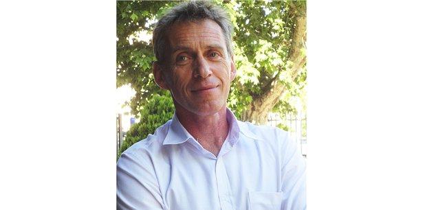 Martin Vanier, géographe et professeur à l'Ecole d'urbanisme de Paris, travaille sur la métropolisation, l'aménagement du territoire et la prospective territoriale.