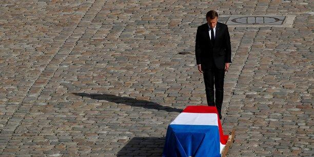 Avec habileté, Claude Chirac, la fille de l'ancien président, met très vite à distance l'Élysée, malgré l'envie d'Emmanuel Macron de s'emparer de « l'événement ».