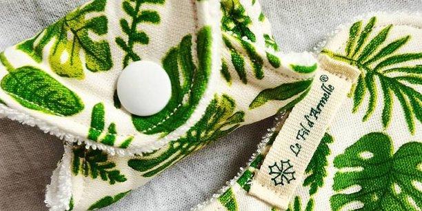 Les serviettes sont cousues dans des tissus bio et ne contiennent pas de produits nocifs pour l'environnement