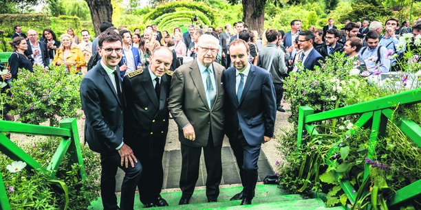 Sébastien Lecornu, ministre chargé des Collectivités territoriales (à dr.), était l'un des cinq membres du gouvernement présents pour cette première.