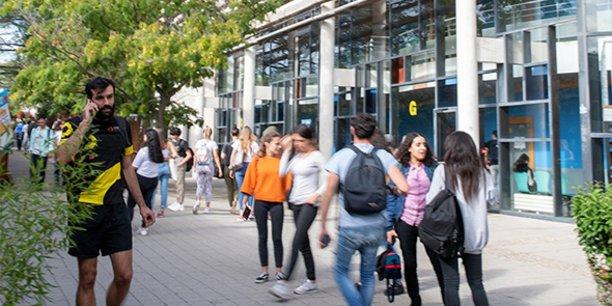 Trois sites Campus connectés viennent d'être ouverts en Occitanie, permettant à des étudiants de suivre des formations proposées par les Universités de la région.