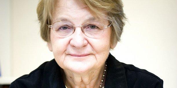 Aux côtés de trois bénévoles, Maria Nowak est la cofondatrice de l'Adie. Son action est profondément marquée par le travail de Muhammad Yunus, le banquier des pauvres, qu'elle a rencontré au Bangladesh alors qu'elle travaillait à l'Agence française de développement (AFD).