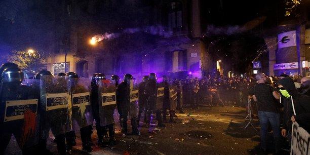 Nouveaux heurts a barcelone entre police et manifestants separatistes[reuters.com]