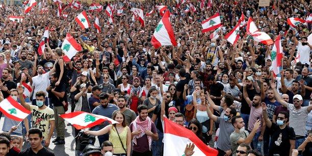 Les libanais manifestent en masse leur colere contre leurs dirigeants[reuters.com]