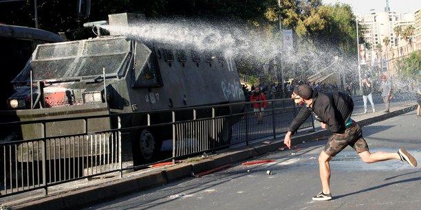 L'etat d'urgence declare a santiago apres des manifestations violentes[reuters.com]