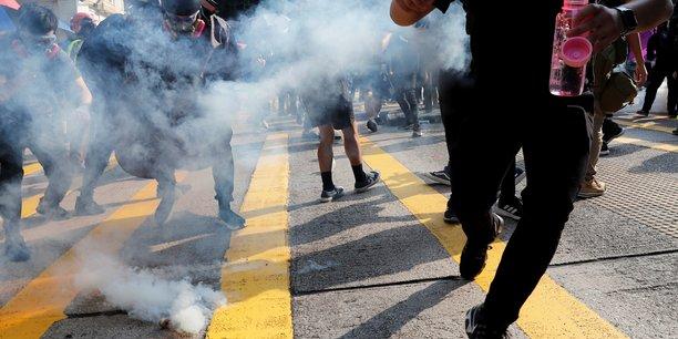 Heurts entre forces de l'ordre et manifestants a hong kong[reuters.com]
