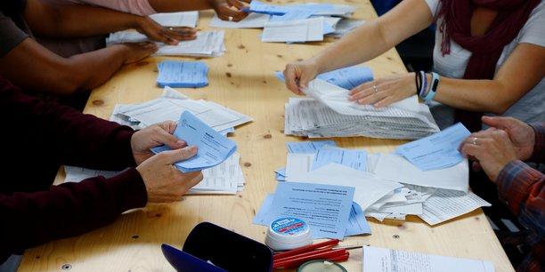 Elections en suisse: l'udc reste en tete, progression des ecologistes[reuters.com]