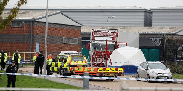 Grande bretagne: la police annonce la decouverte de 39 corps dans un conteneur[reuters.com]