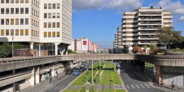 Mériadeck, quartier administratif par excellence où l'on trouve étonnamment un certain nombre de bureaux à l'achat