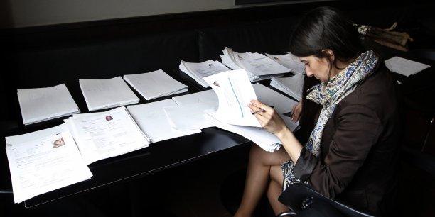 Le ministère du Travail a fait réaliser un grand testing sur les discriminations à l'embauche en raison de la consonance du nom.  De fait, il apparaît que les  candidatures « hexagonales » ont été retenues dans 47% des cas , contre 36%  pour les candidatures « maghrébines ».