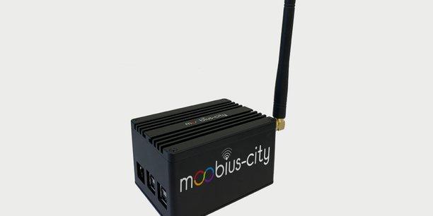 Un boîtier collecte et analyse les données énergétiques et permet un monitoring à distance du suivi atmosphérique des lieux.