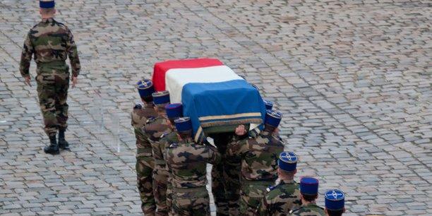 Le monument aux morts en opération extérieure, situé dans le Parc André-Citroën, est dédié à la mémoire des militaires morts pour la France lors des différentes opérations extérieures menées depuis 1963