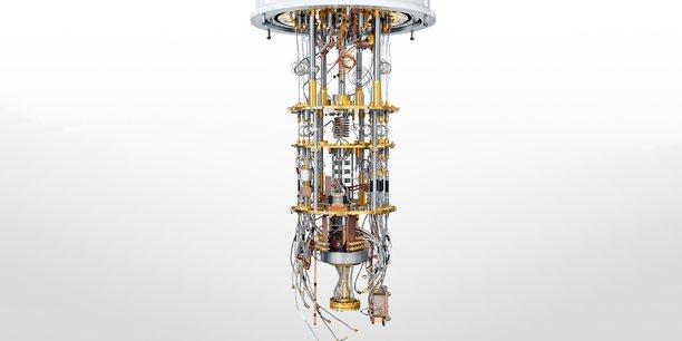 Des machines aux algorithmes révolutionnaires. Ce prototype conçu par l'américain Rigetti maintient le cerveau de l'ordinateur, une puce de silicium, à -273 °C pour garantir les propriétés quantiques des qubits.