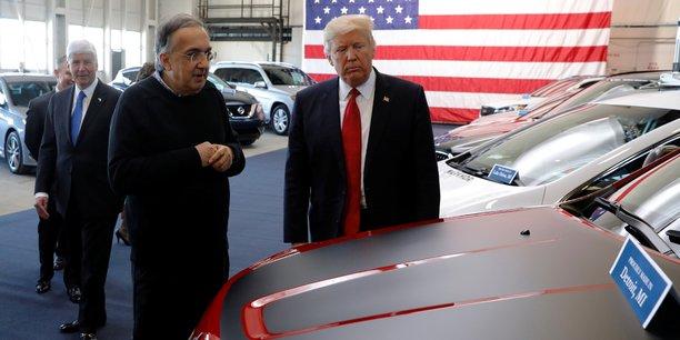 Photo d'illustration. Donald Trump (à dr.), le 15 mars 2017, à l'American Center for Mobility, en présence des leaders de l'industrie automobile.