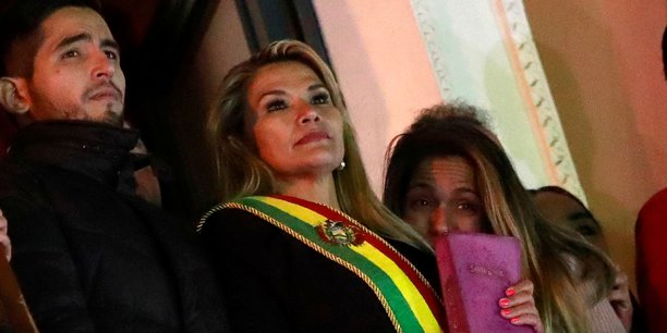 Bolivie: la senatrice jeanine anez assure l'interim a la presidence[reuters.com]
