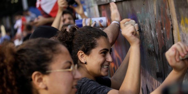 Liban: le president aoun dit craindre une catastrophe, un manifestant tue[reuters.com]