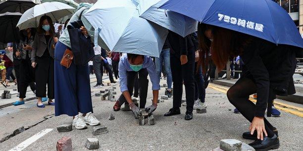 Hong kong paralyse par de nouvelles manifestations[reuters.com]