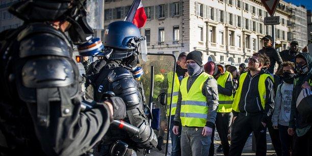 17 milliards d'euros pour éteindre l'incendie. Pour mettre fin à la révolte des « gilets jaunes », le gouvernement a procédé à une injection massive d'argent public qui a soutenu la demande  intérieure.