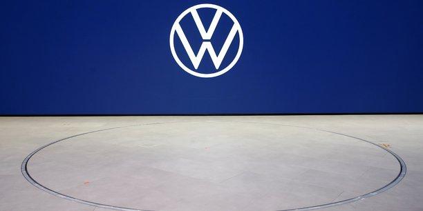 Volkswagen va investir 60 milliards d'euros d'ici 2024 dans l'electrique et le numerique[reuters.com]