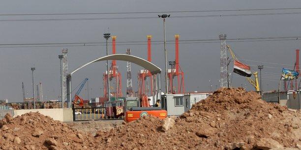 Des manifestants bloquent le principal port irakien[reuters.com]