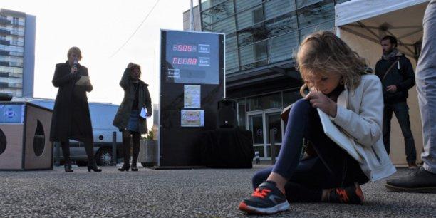 Un compteur géant a été installé en octobre 2018 dans le quartier Bellevue pour visualiser les économies d'énergie réalisées.