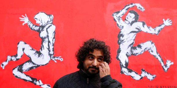 A paris, le banksy du yemen interpelle la france sur les armes[reuters.com]