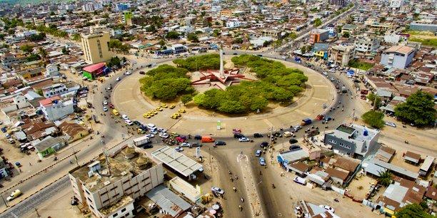 Place de l'Etoile rouge à Cotonou, la capitale économique et la plus grande ville du Bénin .
