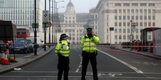 Le périmètre est encore bloqué sur le London Bridge ce samedi 30 novembre, au lendemain de l'attaque au couteau qui a fait deux morts, en plus de l'auteur, déjà condamné pour des faits de terrorisme.
