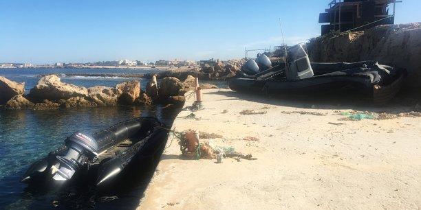 Un bateau de la garde-côte libyenne photographié sur le front de mer de Sabratha, en Libye, le 21 novembre 2018.