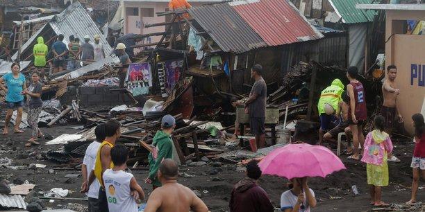 Un typhon frappe les philippines, l'aeroport de manille ferme[reuters.com]