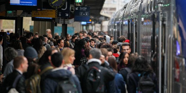 On estime au siège de la SNCF que le mouvement devrait durer au moins jusqu'au 12 décembre, date à laquelle le premier ministre Edouard Philippe pourrait faire des annonces.