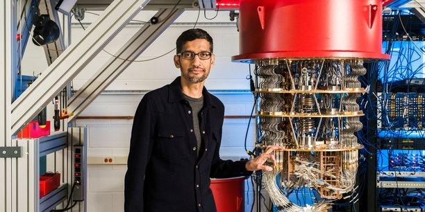 Né dans un milieu modeste à Chennai, en Inde, Sundar Pichai a étudié à l'Indian Institute of Technology (IIT) de Kharagpur avant de partir aux Etats-Unis pour continuer ses études et lancer sa carrière.