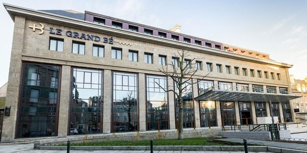 Le groupe Bardon, dont le siège sociale est à Rennes, a notamment réalisé la transformation de l'ancien bâtiment du Trésor public à Saint-Malo en hôtel de luxe.