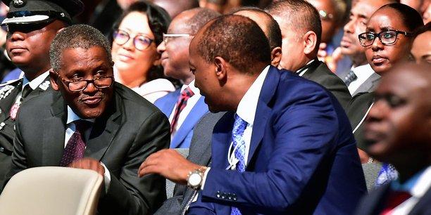 Aliko Dangote s'adresse à Patrice Motsepe lors de l'Africa Investment Forum.