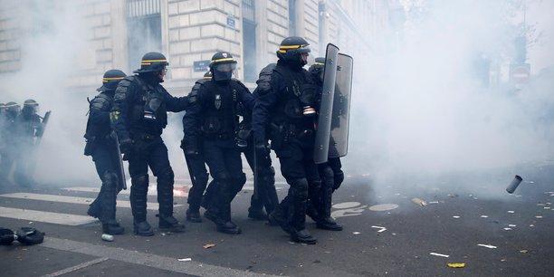 Incidents a paris durant la manifestation contre la reforme des retraites[reuters.com]