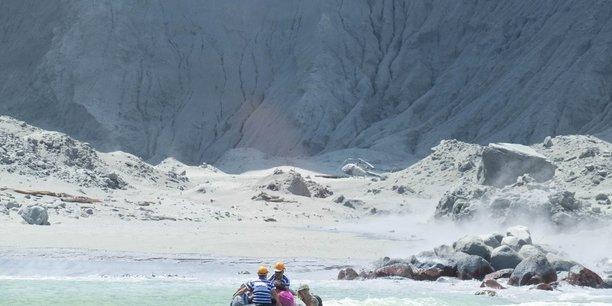 Un volcan entre en eruption en nouvelle-zelande, au moins 5 morts[reuters.com]