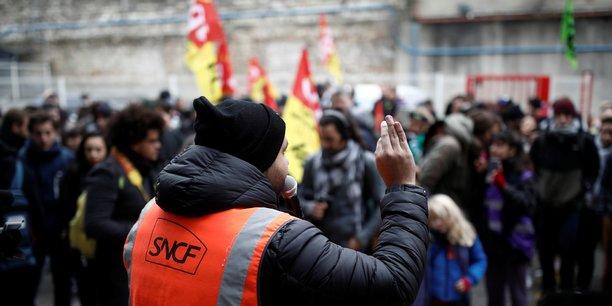 Le mouvement de grève à la SNCF continue de perturber le trafic.