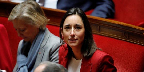 La secrétaire d'État Brune Poirson, à l'inverse de l'opposition, y voit un signal puissant envoyé à l'industrie et un message adressé aux partenaires européens de la France.