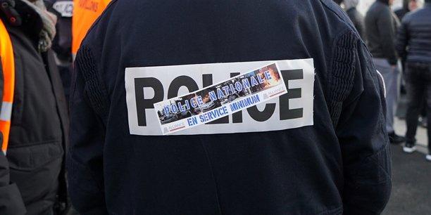 Les syndicats de police suspendent leur mouvement de greve[reuters.com]