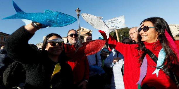 Italie: des milliers de sardines defilent contre salvini[reuters.com]
